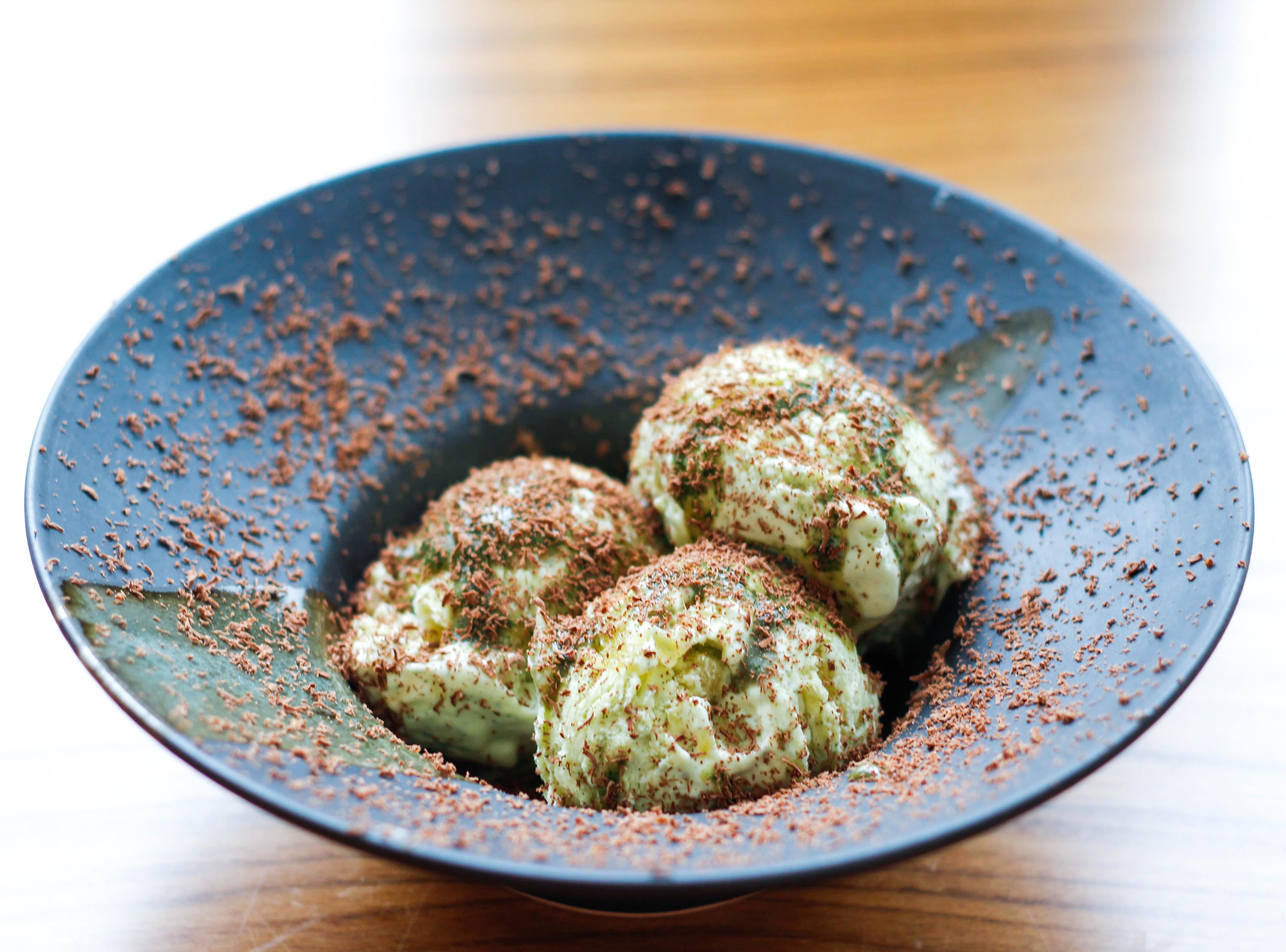 http://loveandlemongrass.com/2013/10/20/ananassalvieparfait-med-mandarin-og-karamelliseret-ananas/